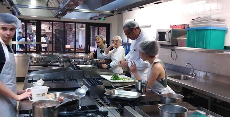 Elèves en cuisine - MFR Pujols