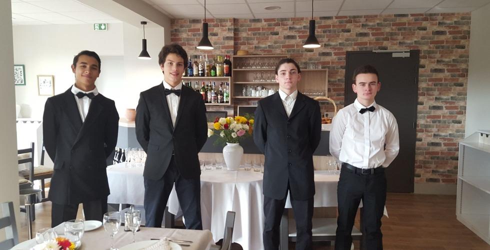 Elèves en formation en hôtellerie et restauration - MFR Pujols