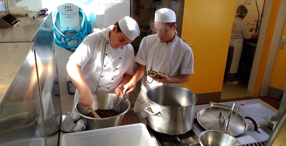 Préparation en cuisine - MFR Pujols