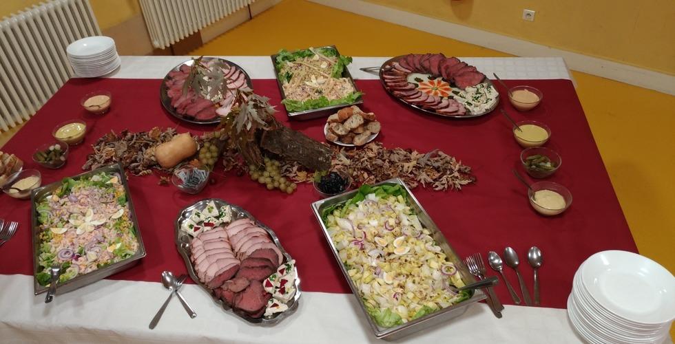 Buffet préparé par les élèves en formation de cuisine - MFR Pujols