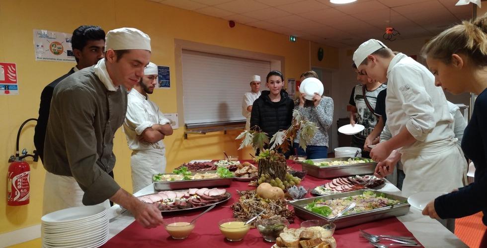 Présentation d'un buffet de formation cuisine -  MFR Pujols