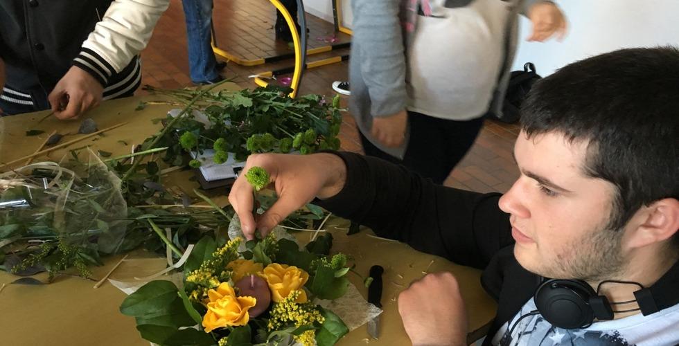 Atelier coupe de bouquets de fleurs - MFR Pujols dans le Lot-et-Garonne