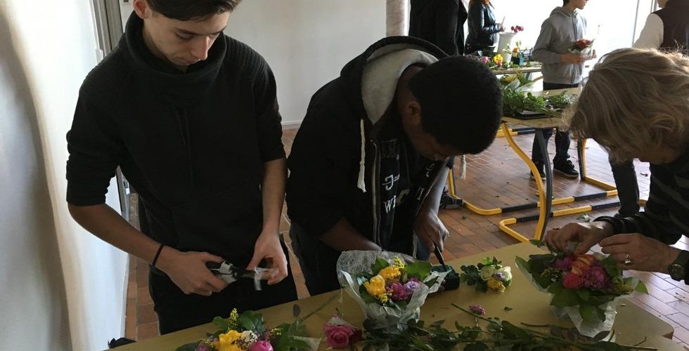 Atelier conception de bouquets de fleurs - MFR Pujols dans le Lot-et-Garonne